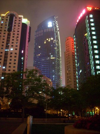 Qingdao Farglory Residence: the hotel at night