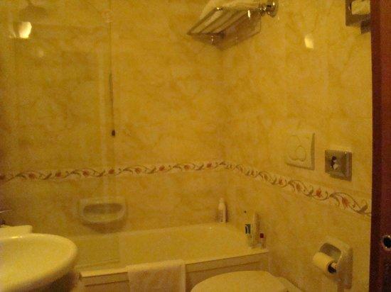 Hotel Oxford: Ванная комната