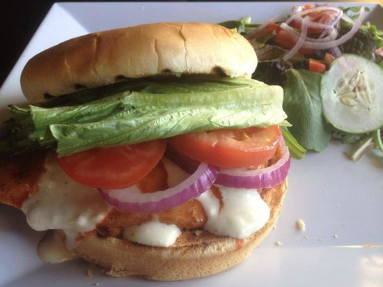 Serino's Kihei: Buffalo Chicken Club