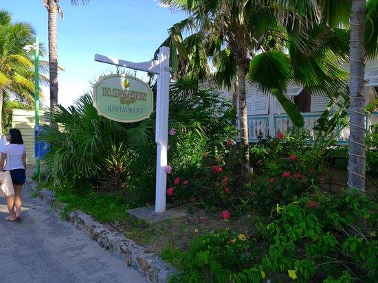 Hotel La Plantation: Entrance to restaurant from the street