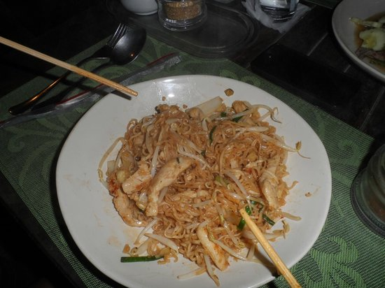 Thai Sweet Peppers : Julie Noodles - Stir fried mama noodles with vegetable and beansprouts