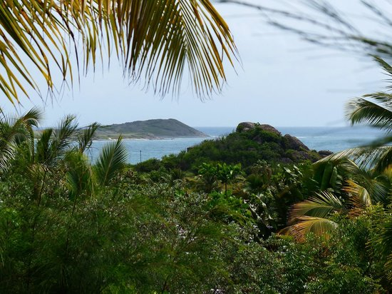 Hotel La Plantation: Ile Pinel in Orient Bay seen from our deck