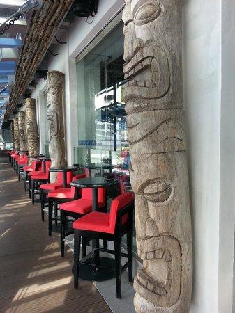 Aloft Kuala Lumpur Sentral: Mai Bar outdoor seating