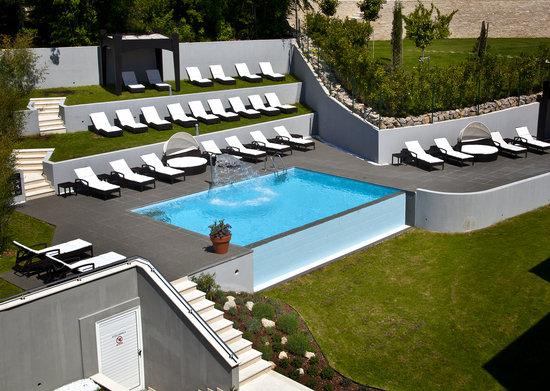 Hotel Villa Kapetanovic: Pool