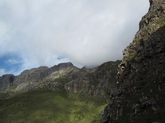 Jonkershoek Nature Reserve: SURROUNDED BY MOUNTAINS