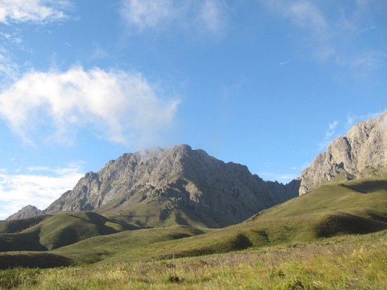 Jonkershoek Nature Reserve : SURROUNDED BY MOUNTAINS