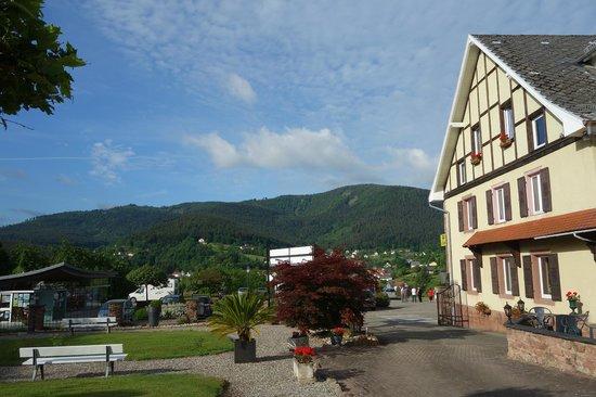 Parc Hotel Wangenbourg : vue sur le Schneeberg 961 m,  depuis le côté de l'hôtel