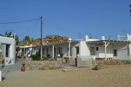Agia Anna - Paraga Studios: Beach & Rooms
