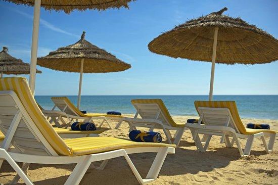 IBEROSTAR Averroes: Beach sunbeds