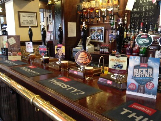 Cedar Tavern: Beers from all over