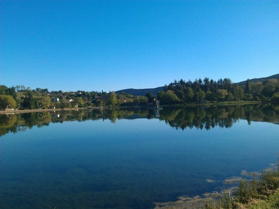 Green Horizons : Puivert's swimming lake, early in the morning