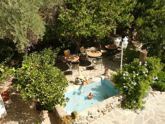 Casa Jazmin: завтрак в саду