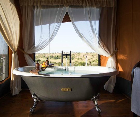 Mahali Mzuri - Sir Richard Branson's Kenyan Safari Camp: Mahali Mzuri bathroom