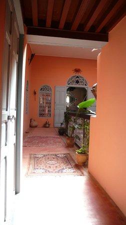 Riad Anne de Meknes: couloir 1er