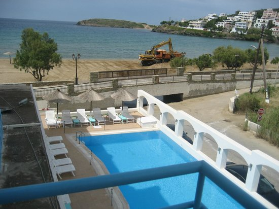 Hotel Chryssi Akti: Room view to pool and beach