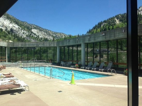 The Cliff Lodge & Spa : Swimming pool on the 10th floor