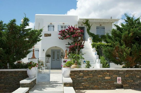 Gerani Sifnos Suites: View from outside