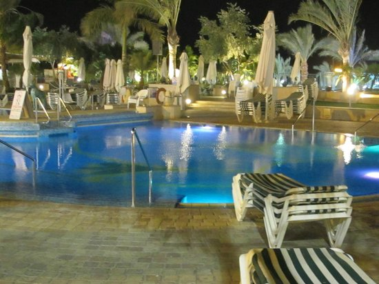 Queen of Sheba Eilat: the pool area at night