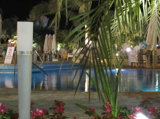 Queen of Sheba Eilat: Pool area at night
