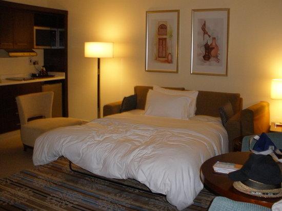 Doubletree by Hilton Ras Al Khaimah: Suite Couch