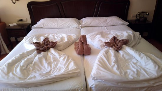 Grifid Hotels Club Hotel Bolero: If you need new towels, they are delivered like this