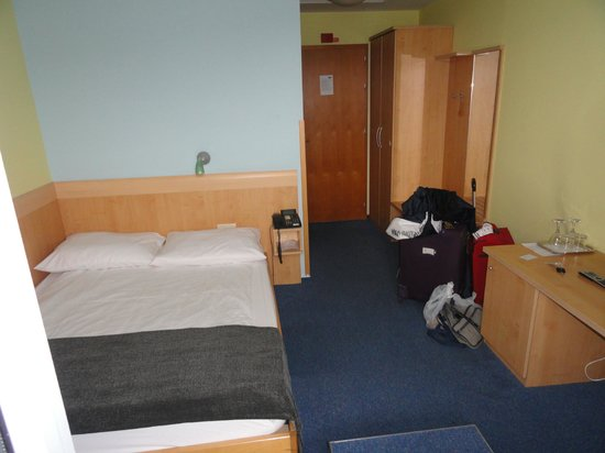 M Hotel: Top floor room