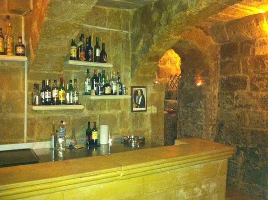 L-Ghonnella Restaurant : The bar