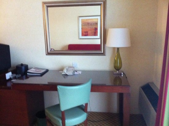 Cheshunt Marriott Hotel: The rest of the room