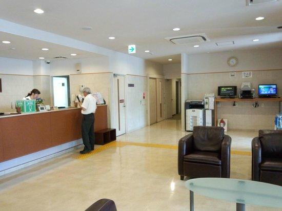 Laxio Inn: フロント付近