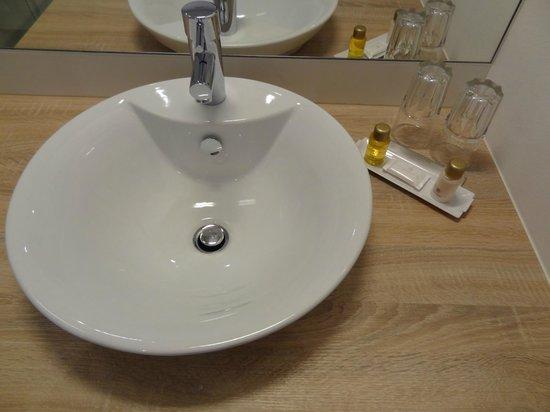 Simm's Hotel: Bathroom
