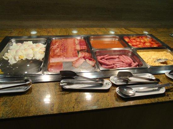 Universal Hotel Perla: Buffet petit déjeuné