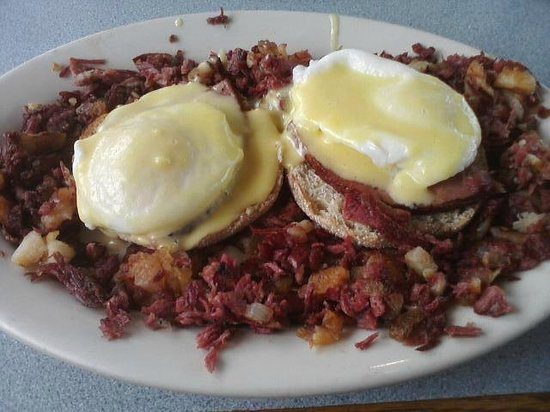 Three Dogs Diner: Eggs Benedict over hash