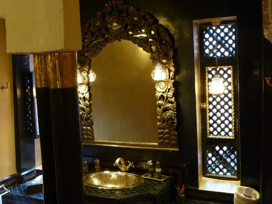 Riad Armelle: bathroom