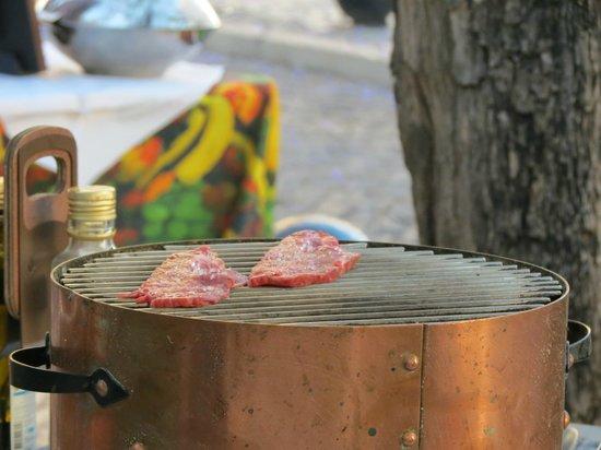 Restaurante Centenario: Grill your own steaks option
