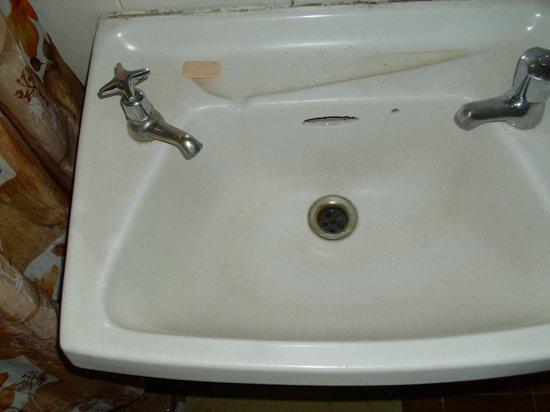 Parkside Hotel: Bathroom sink