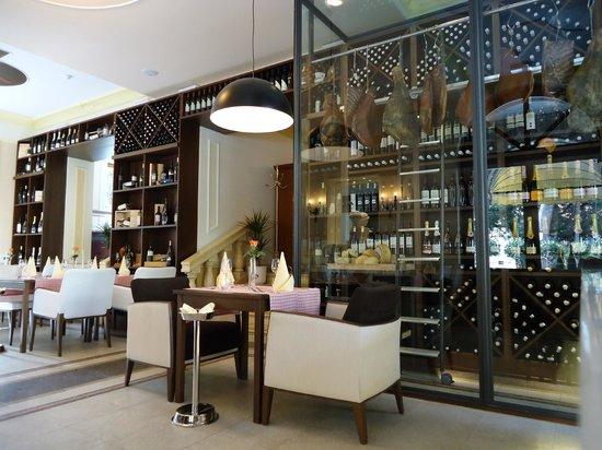 Restaurant Sveti Jakov : Indoor foto of restarant
