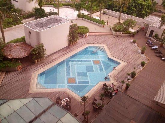 Village Hotel Bugis by Far East Hospitality: Inner court swimming pool