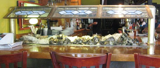 Benjamin's Restaurant and Raw Bar: Raw bar