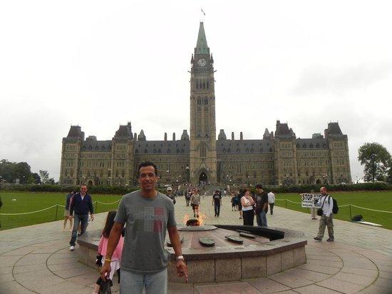 Ottawa Walking Tours: Predio do Parlamento