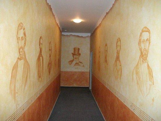 Hotel Nabucco: Koridor