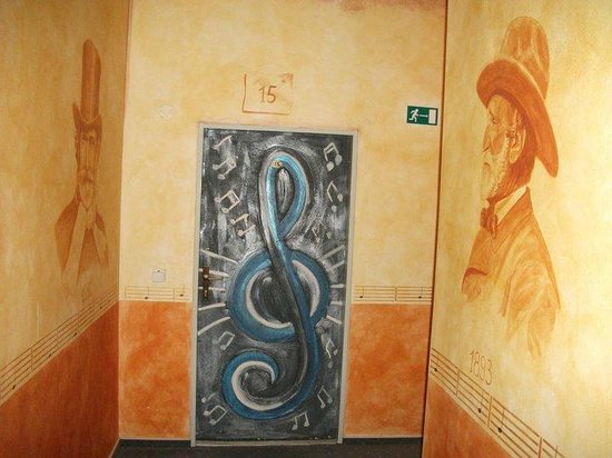 Hotel Nabucco: Oda kapıları