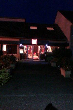 Ibis Avallon : Hotel entrance