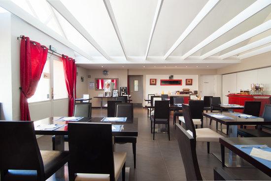 Kyriad Colmar Centre - Parc des Expositions : salle petit déjeuner et restaurant.