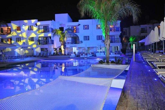 Tsokkos Holiday Apartment : Pool Area