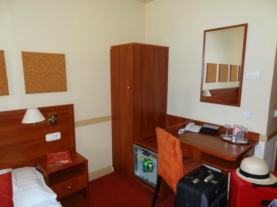 City Inn: Room