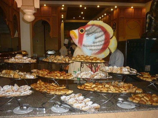 Domina Coral Bay Oasis: Ресторан, выпечка на завтрак