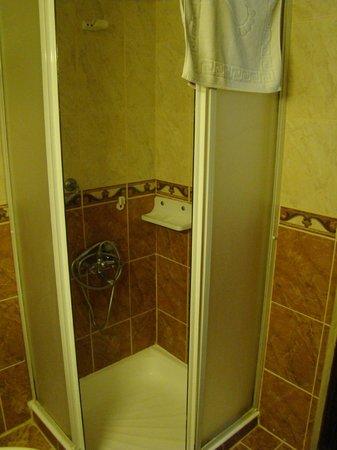 Grand Hotel Kurdoglu : łazienka