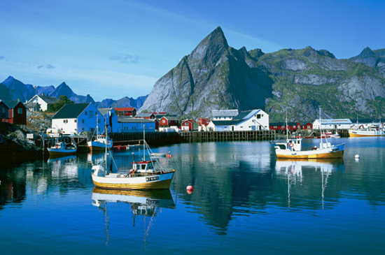 Noruega: Hamnøy at the Lofoten islands. Photo: Frithjof Fure - Visitnorway.com