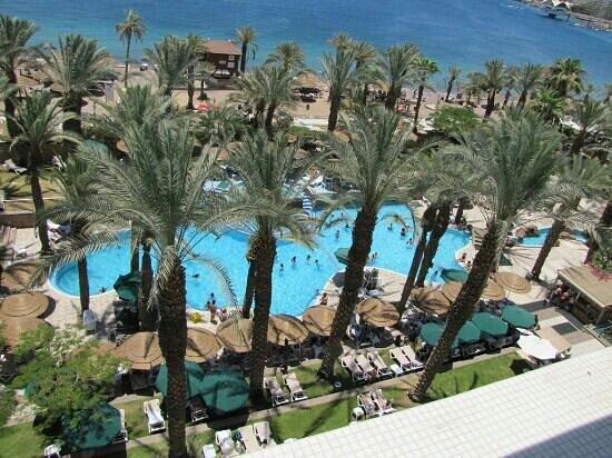 Leonardo Plaza Hotel Eilat: Вид на бассейн с 6-го этажа.