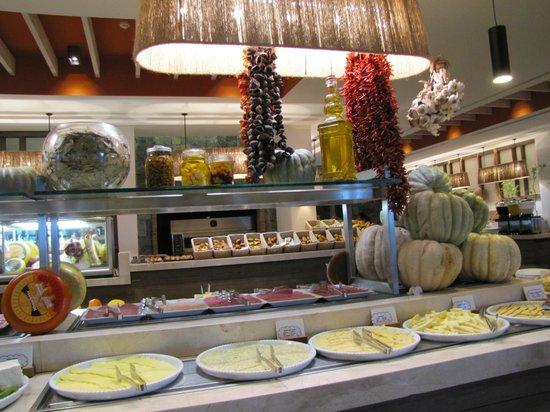Hillside Beach Club: buffet
